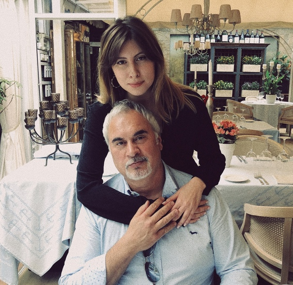 Стало известно, что дочка Валерия Меладзе сейчас находится в госпитале с переломом шеи
