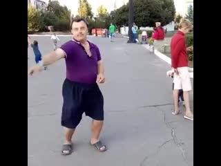 Юра глав врач танцует