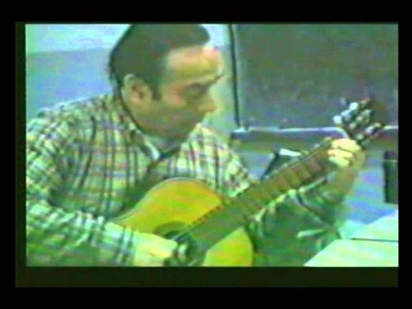 Anibal Arias toca el tango Nostalgias