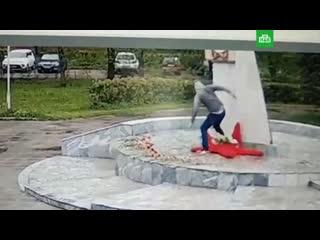 Вандал осквернил мемориал памяти погибших в ВОВ