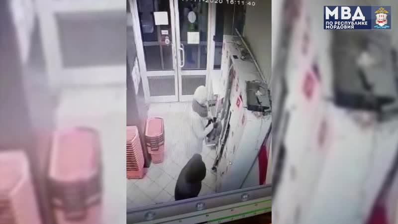 Внимание розыск в Саранске ищут пару подозреваемую в совершении преступления