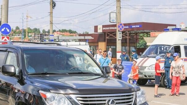 Якубович отказался извиняться за езду по тротуарам Российский телеведущий Леонид Якубович заявил, что не будет извиняться за то, что он ездил по тротуарам в Чувашии. Об этом он сказал URA.ru.По