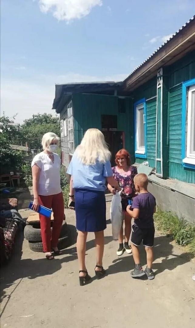 Специалисты Центра социального обслуживания населения Петровского района стали участниками межведомственного рейда по семьям, нуждающимся в особом внимании и заботе