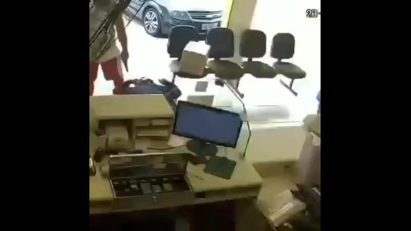 Прострелил башку грабителю