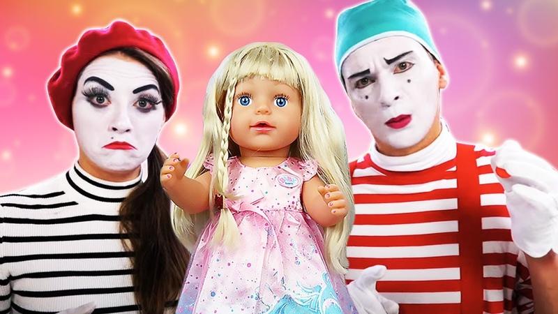 Video e giochi per bambini Clown e Mima fanno una visita ai giocattoli Le bambole Barbie