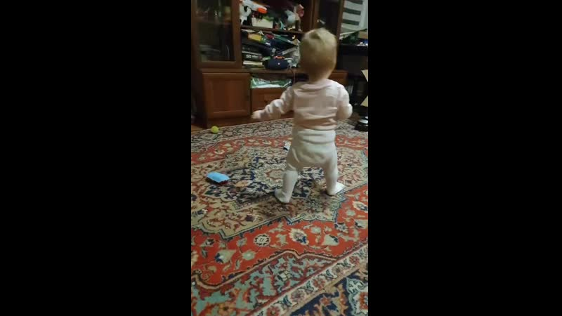 После курса массажа через 2 недели малышка научилась самостоятельно ходить Профилактический массаж и гимнастика в 9 месяцев