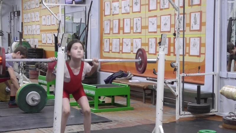 Шумихина Кристина, 8 лет, вк 29, собст вес 24 9 кг Приседаия 15 кг по 6 раза