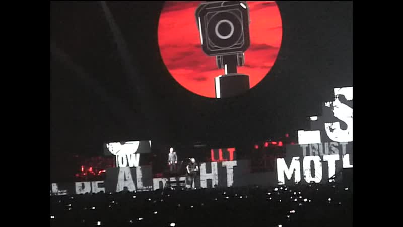 Roger Waters — Mother • The Wall Live (St.Petersburg, 2011.04.25)