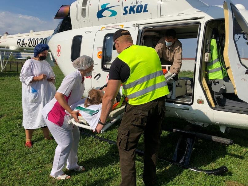Пятилетнюю девочку из Курска, пострадавшую в ДТП, вертолётом отправили в клинику Рошаля